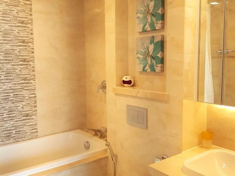 Cho Thuê Căn Hộ Vinhomes Golden River 3 Phòng Ngủ Toà Aqua 3  Giá 2.700 USD không bao phí